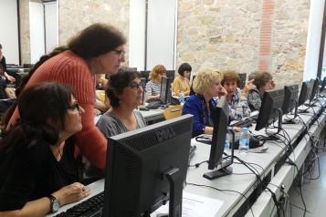 Un encuentro del proyecto Viquidones para ampliar las biografías sobre mujeres en la Wikipedia