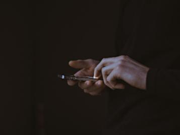 mans amb telèfon